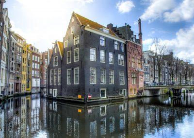 Domy położone tuż nad wodą