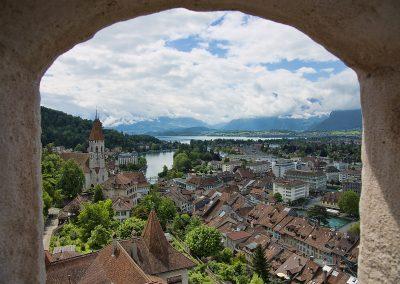 Panorama Thun widziana z okna zamku