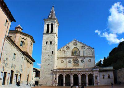 Kościół z wieżą w Umbrii