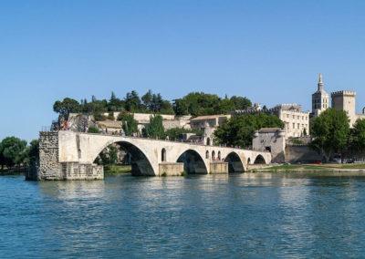 Słynny niedokończony most w Avignon