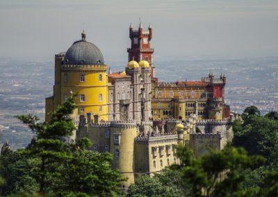 Widok na żółty zamek w Sintrze