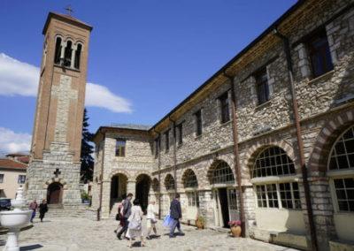 Centrum miasta Bitola z wieżą kościelną