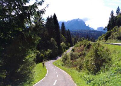 Alpe-Adria - piękny widok na góry i drogę